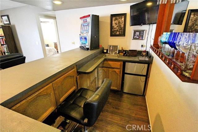 13385 Alta Vista Drive, Victorville CA: http://media.crmls.org/medias/eaeb1cc2-2570-4a59-bdf1-09f140ebfbf0.jpg
