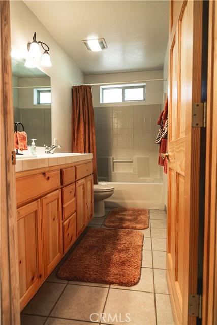 471 Woodside Drive, Big Bear CA: http://media.crmls.org/medias/eaf0e393-bc90-42c7-988a-f5ebd7de55b0.jpg