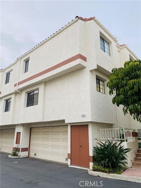 2931 Plaza Del Amo, Torrance, California 90503, 3 Bedrooms Bedrooms, ,2 BathroomsBathrooms,Townhouse,For Sale,Plaza Del Amo,SB21040850