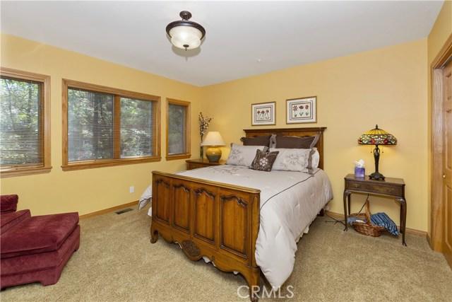 27537 W Shore Road, Lake Arrowhead CA: http://media.crmls.org/medias/eb1864d4-7cc7-4fd7-840e-79657e07a9dd.jpg