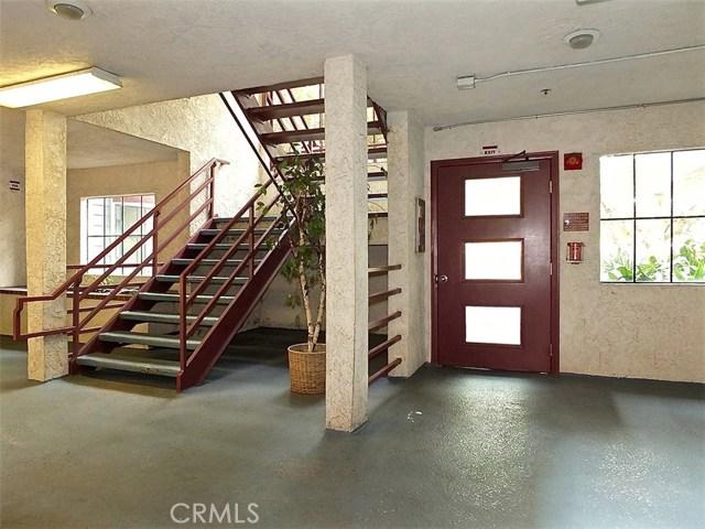730 W 4th Street, Long Beach CA: http://media.crmls.org/medias/eb3177e2-dda4-4380-a8eb-2ef68ca634fc.jpg