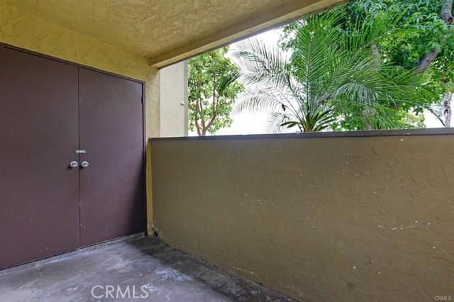 194 Avenida Descanso, Oceanside CA: http://media.crmls.org/medias/eb339829-78f5-40d3-b131-9f1981376ecc.jpg
