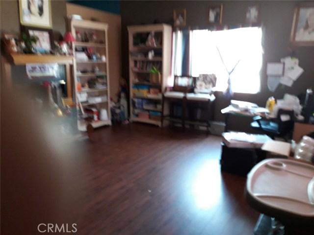 11951 Oakwood Avenue, Hesperia CA: http://media.crmls.org/medias/eb35d001-d78b-4547-be2b-0085b75ac72e.jpg