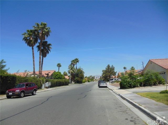 30480 Travis Ave, Cathedral City CA: http://media.crmls.org/medias/eb5aa45a-9169-48ed-952f-d22bc1cb9566.jpg