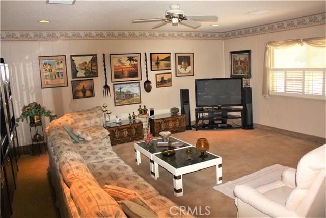 5980 Kitty Hawk Drive, Riverside CA: http://media.crmls.org/medias/eb6bc0ae-f470-46d9-9f64-6dc37861fc58.jpg