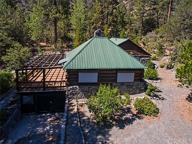 Single Family Home for Sale at 1667 Sparrow Road 1667 Sparrow Road Wrightwood, California 92397 United States