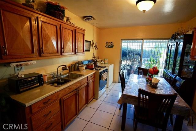 395 W Grand Avenue, Pomona CA: http://media.crmls.org/medias/ebab1d2a-36d8-47c8-99b9-3e9765199219.jpg