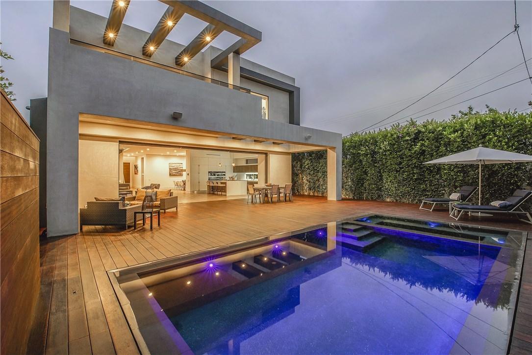 607 N Curson Avenue, Los Angeles CA: http://media.crmls.org/medias/ebb0232d-e48f-4244-b124-365c6d475aeb.jpg