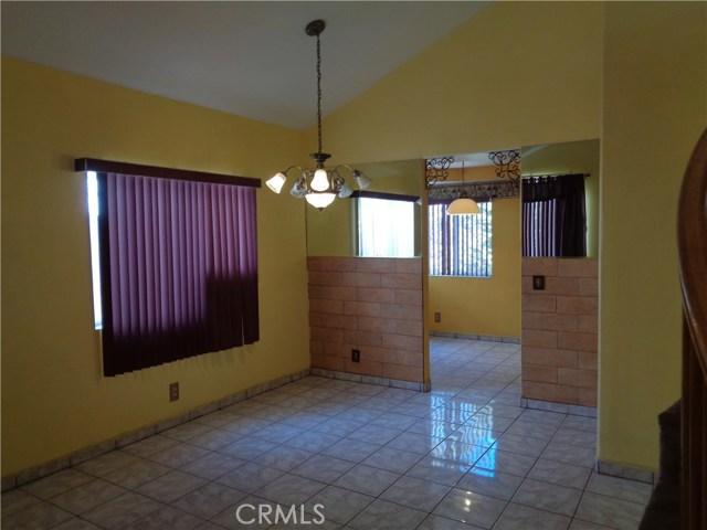 12930 Sample Court, Moreno Valley CA: http://media.crmls.org/medias/ebb72d0b-7702-48be-a45d-057b34b25285.jpg