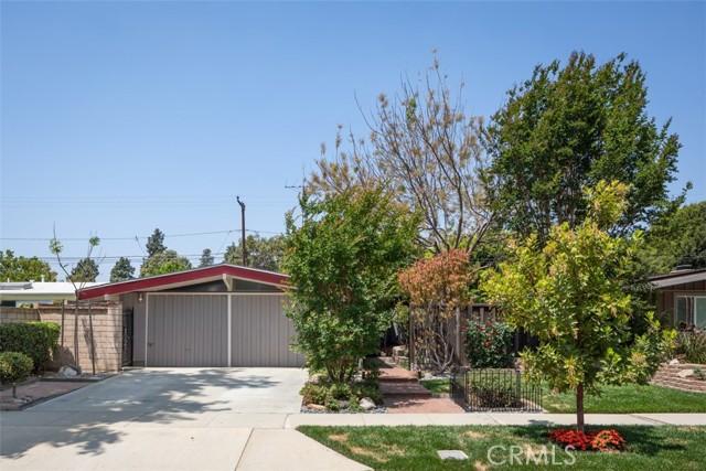 3225 Karen Avenue, Long Beach CA: http://media.crmls.org/medias/ebb781f6-a266-4366-bd07-7a8be5483086.jpg