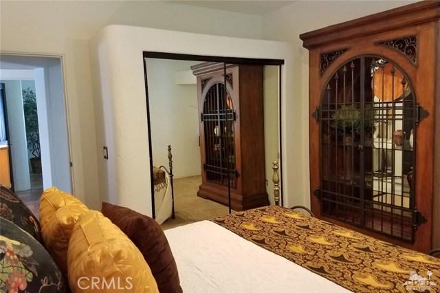 52225 Avenida Obregon, La Quinta CA: http://media.crmls.org/medias/ebbf3f74-d05c-4d4d-a54a-c452eb92a324.jpg