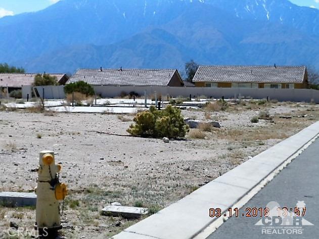 11339 Bald Eagle Lane, Desert Hot Springs CA: http://media.crmls.org/medias/ebe464ca-421d-4e9b-8ca3-5a35dd471f75.jpg