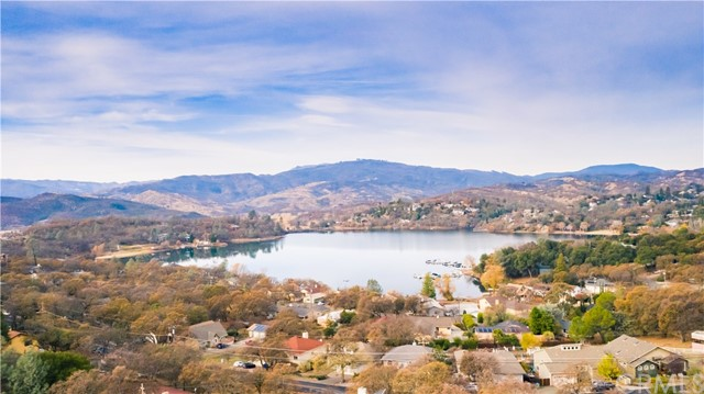 17265 Meadow View Drive, Hidden Valley Lake CA: http://media.crmls.org/medias/ec369caf-4108-4958-9dd2-da4b089956c7.jpg