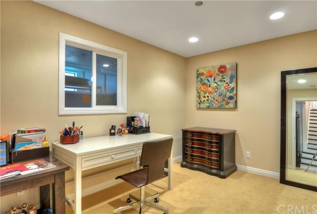 Additional photo for property listing at 701 Dianthus Street  Manhattan Beach, Калифорния,90266 Соединенные Штаты