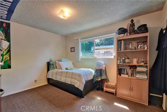 2077 Wallace Avenue, Costa Mesa CA: http://media.crmls.org/medias/ec8c59b5-6463-4215-bac9-6367a932bf8c.jpg