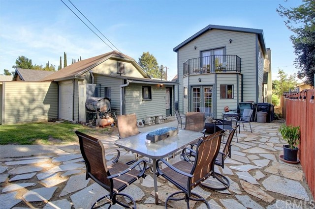 607 Royce Street, Altadena CA: http://media.crmls.org/medias/ec94ed30-7482-4b2b-a92a-942a06045dc8.jpg