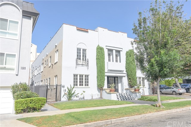 121 S Elm Drive, Beverly Hills CA: http://media.crmls.org/medias/ecb609aa-a898-4d56-9ccf-4ee6b6b8653c.jpg
