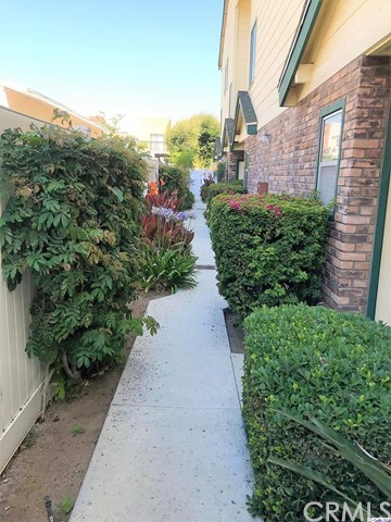 322 Raymond Avenue, Glendale CA: http://media.crmls.org/medias/ecb76e20-f6f4-48e4-acc2-40fae4cc6d77.jpg