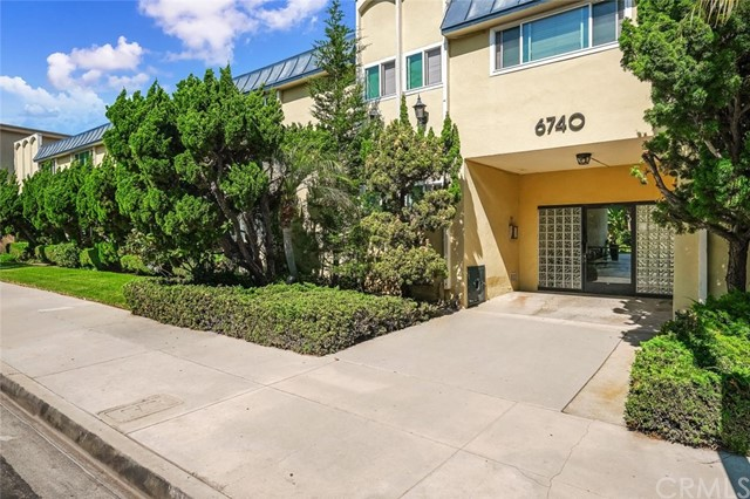 6740 Springpark Ave 213, Los Angeles, CA 90056