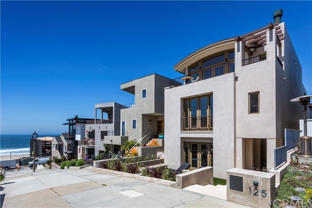 Single Family Home for Sale at 125 17th Street 125 17th Street Manhattan Beach, California 90266 United States