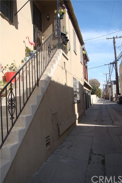 20 Nieto Avenue, Long Beach CA: http://media.crmls.org/medias/eccd7510-dbbc-471c-8cc2-724a25b6ffb2.jpg