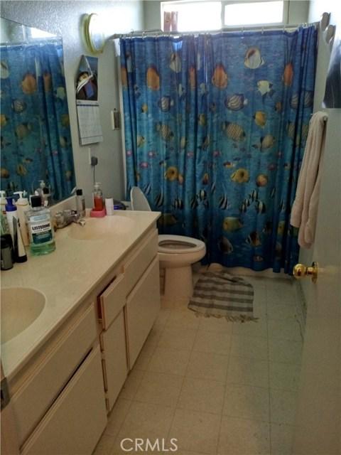 13997 Luna Road, Victorville CA: http://media.crmls.org/medias/ece2618e-cb03-496b-8f76-134dcf889891.jpg