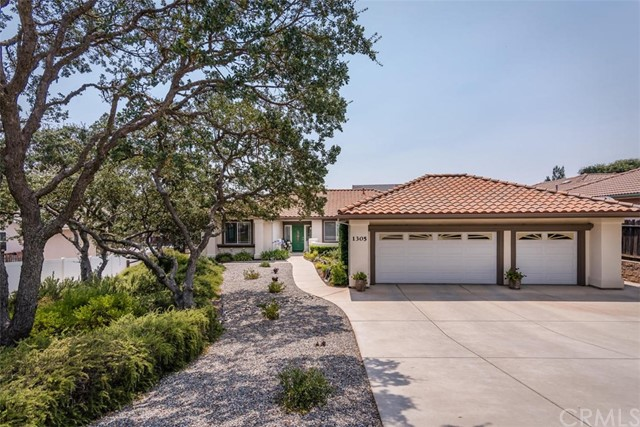 1305 Oak Ridge Way, Paso Robles, CA 93446