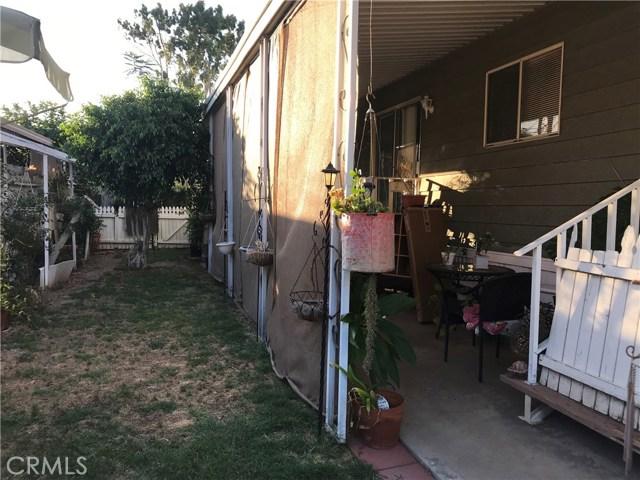 4901 Green River Road, Corona CA: http://media.crmls.org/medias/ed492d11-6e25-40b5-a347-27c6ad6e8f96.jpg