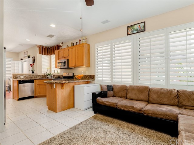 477 Windharp Lane, Simi Valley CA: http://media.crmls.org/medias/ed665eb4-f541-4796-8424-7c2bd77223db.jpg