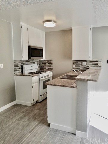 328 1st, San Pedro, California 90731, 1 Bedroom Bedrooms, ,1 BathroomBathrooms,Apartment,For Lease,1st,PW19240027