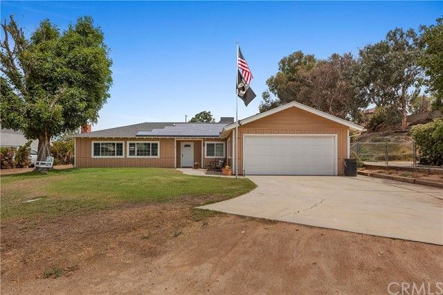 1477 Hilltop Lane, Norco CA: http://media.crmls.org/medias/ed74c34d-2616-4a3e-848e-7359dc01a0b1.jpg