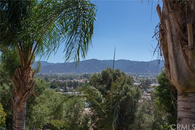 18636 Marlin Way, Corona CA: http://media.crmls.org/medias/ed9402a7-b0d1-4b5a-b13a-1fcab20ac1fc.jpg