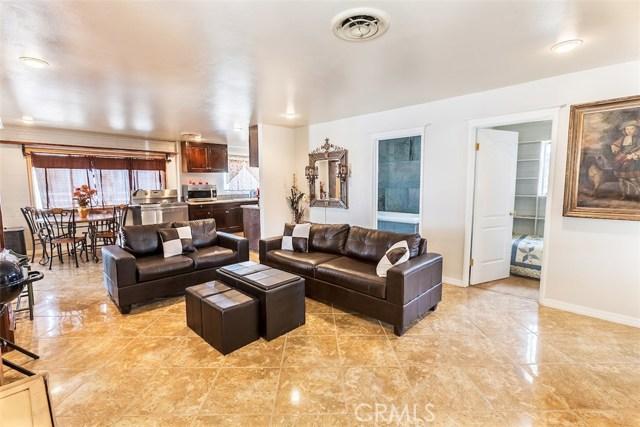 独户住宅 为 销售 在 2215 Moonshadow Ranch Road 帕姆代尔市(棕榈谷), 93550 美国
