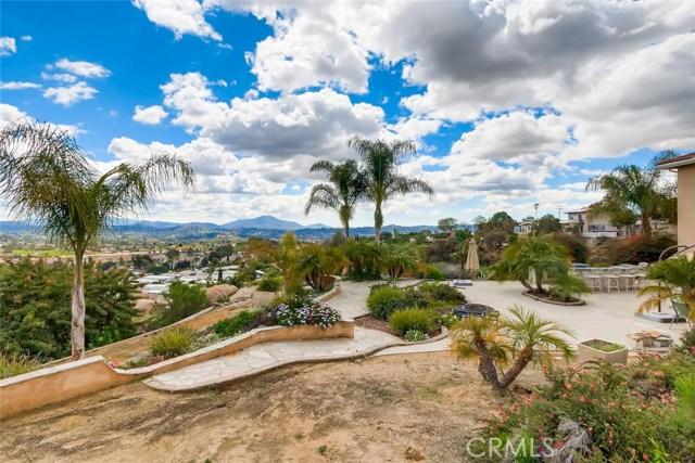 8167 Sterling Drive, El Cajon CA: http://media.crmls.org/medias/ee0d76d8-6a2d-4b95-918a-3c32e3aca38c.jpg