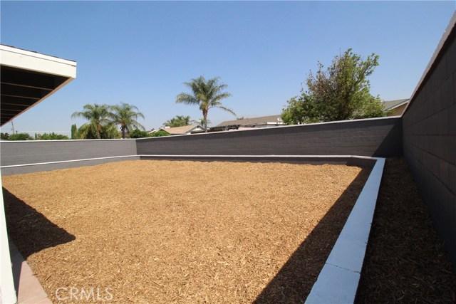 15190 Los Nietos Court, Fontana CA: http://media.crmls.org/medias/ee148dfd-ab1d-4a27-a7a3-16965b833ad9.jpg