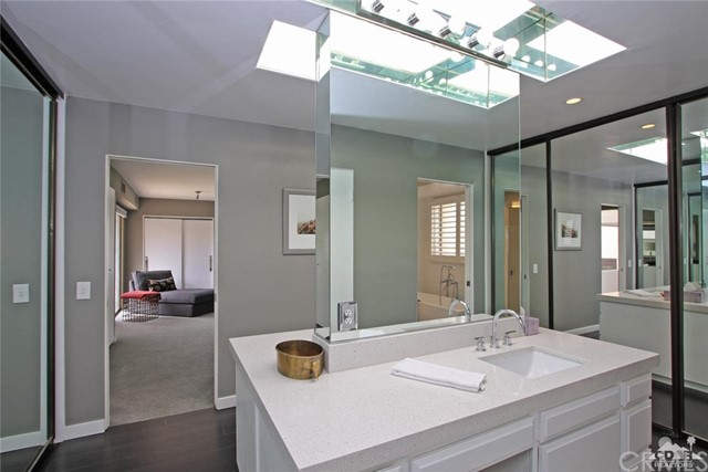 34868 Mission Hills Drive, Rancho Mirage CA: http://media.crmls.org/medias/ee2f65b3-920a-4c6c-af66-ef8a2534ea03.jpg