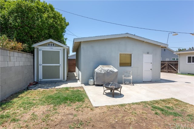 2850 Foreman Avenue, Long Beach CA: http://media.crmls.org/medias/ee61dbe7-d7b5-44f5-bfb2-7c33a3f2d91a.jpg