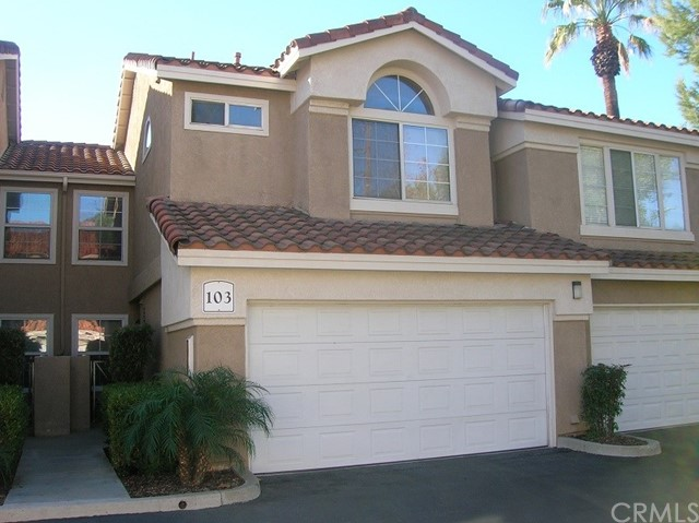 Photo of home for sale at 2000 Napoli Court, Corona CA