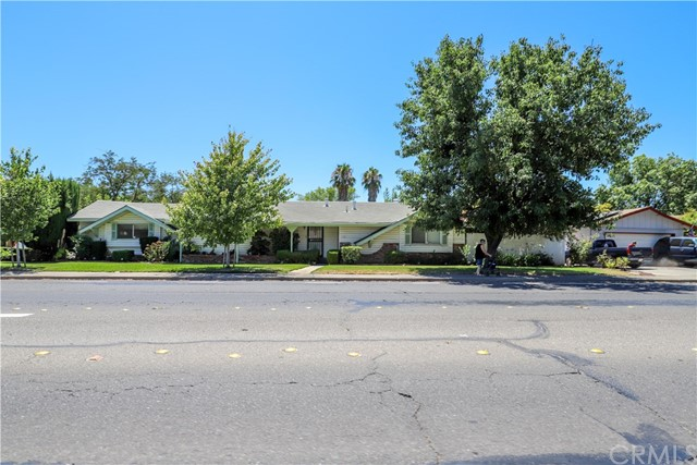 Detail Gallery Image 1 of 1 For 352 E Olive Ave, Merced, CA 95340 - 3 Beds | 2 Baths