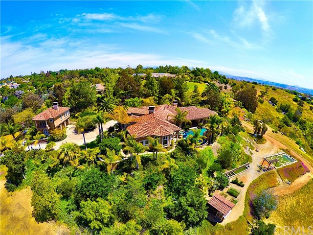 Single Family Home for Sale at 1407 Singletree Place Fallbrook, California 92028 United States
