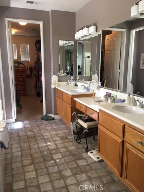 4096 Equestrian Lane, Norco CA: http://media.crmls.org/medias/ee890b92-158a-4a58-bfdc-4d4404f389cb.jpg