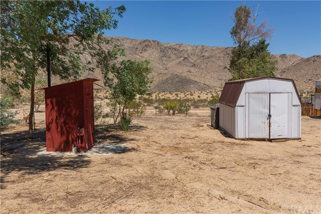 67326 Whitmore Road, 29 Palms CA: http://media.crmls.org/medias/ee91f6f5-5f3d-46fa-acd1-0ec52b59fd63.jpg