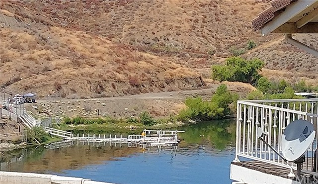 30634 Wood Duck Place, Canyon Lake CA: http://media.crmls.org/medias/ee9899a8-135d-4eeb-9f7e-96d50b63e5aa.jpg