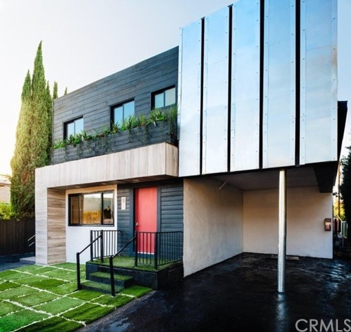 1321 W 36th Place, Los Angeles CA: http://media.crmls.org/medias/eeb3b0c6-3077-4ba9-b239-cc2818bfaad0.jpg