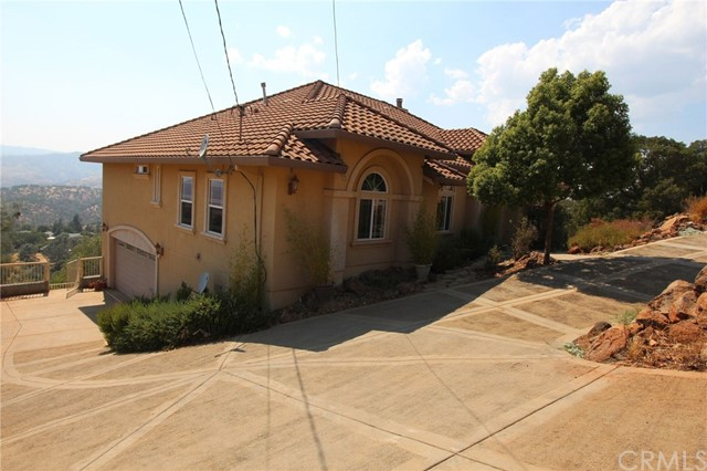 独户住宅 为 销售 在 16201 Eagle Rock Road Hidden Valley Lake, 95467 美国