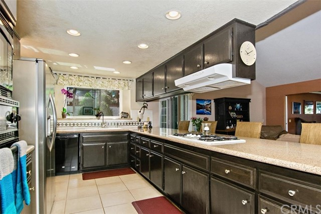 10425 Poplar Street, Rancho Cucamonga CA: http://media.crmls.org/medias/ef0c1dc0-63e5-4932-8784-54e7f6ab7f0c.jpg