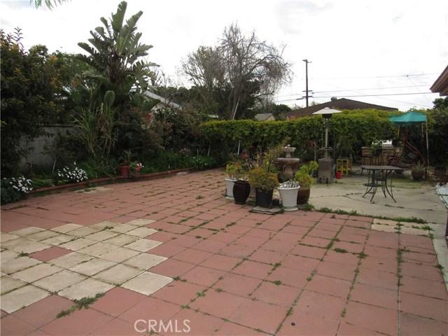 2104 Continental Avenue, Costa Mesa CA: http://media.crmls.org/medias/ef14ff5e-96c9-44df-885a-9af76bf464a8.jpg
