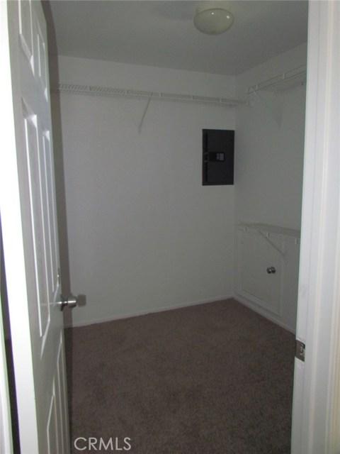 42205 57th W Street, Quartz Hill CA: http://media.crmls.org/medias/ef1c6be8-f7ab-4ef6-8c27-a652b9406112.jpg