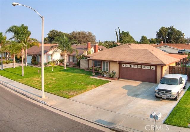 10078 Julian Drive, Riverside CA: http://media.crmls.org/medias/ef1cdd07-24a4-4e51-b911-2fa9953a3618.jpg