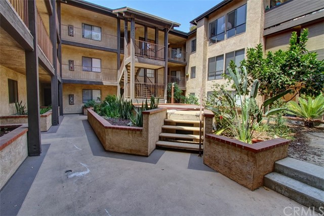 1110 Ohio Avenue, Long Beach CA: http://media.crmls.org/medias/ef2f4045-3d50-4ff9-b8fc-8d0bbacd29ea.jpg